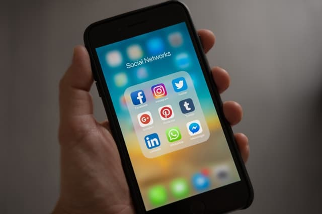 Benefits of advertising on social media